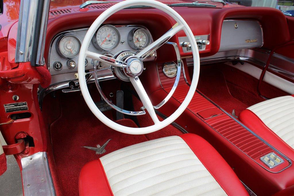 1960 Ford Thunderbird 22