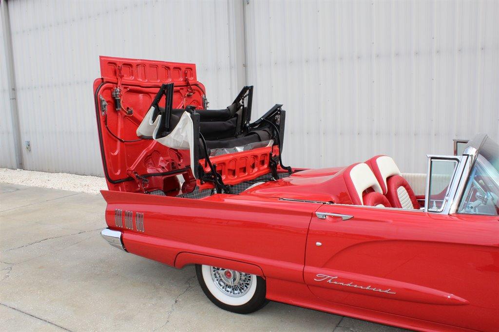 1960 Ford Thunderbird 37