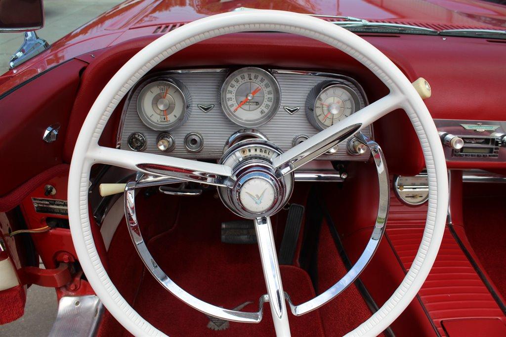 1960 Ford Thunderbird 21