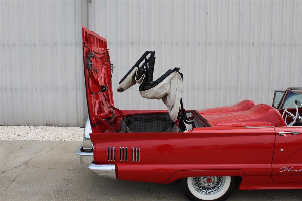 1960 Ford Thunderbird 36
