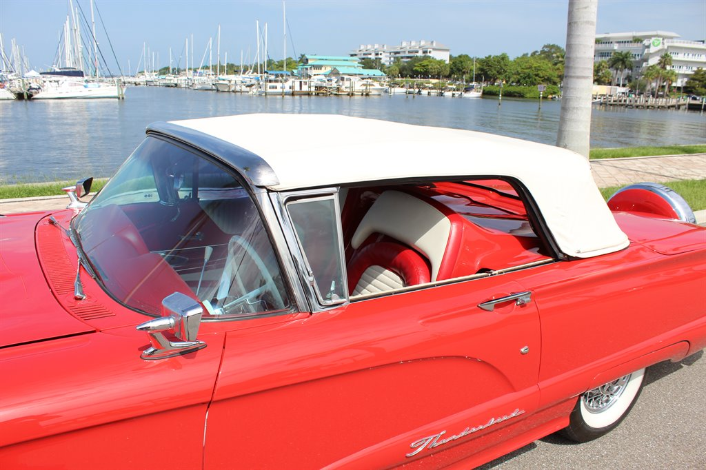 1960 Ford Thunderbird 19