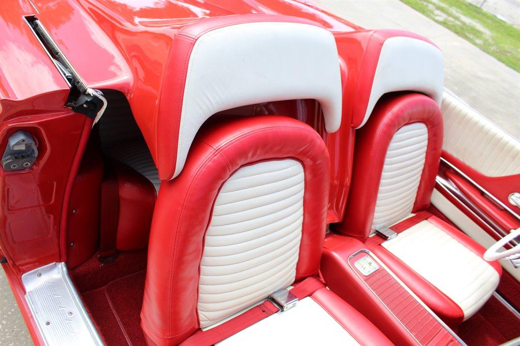 1960 Ford Thunderbird 27