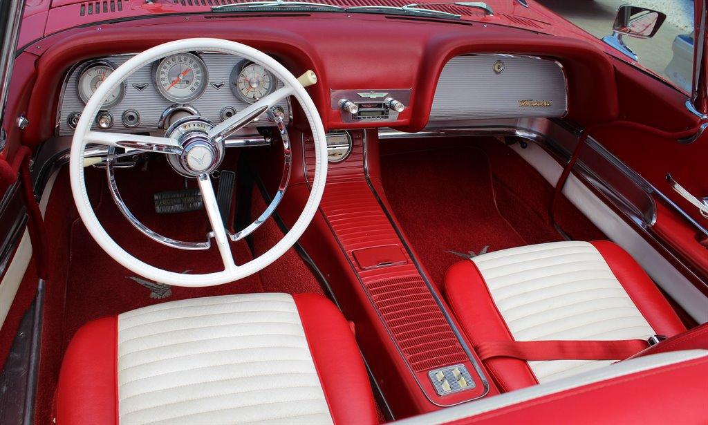 1960 Ford Thunderbird 20