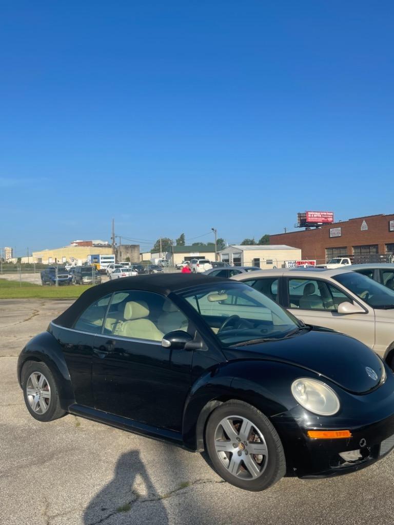 The 2008 Volkswagen New Beetle S photos