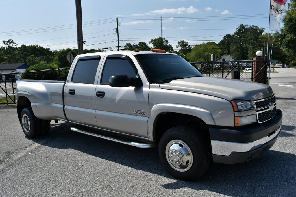 2005 Chevrolet Silverado 3500 Work Truck photo