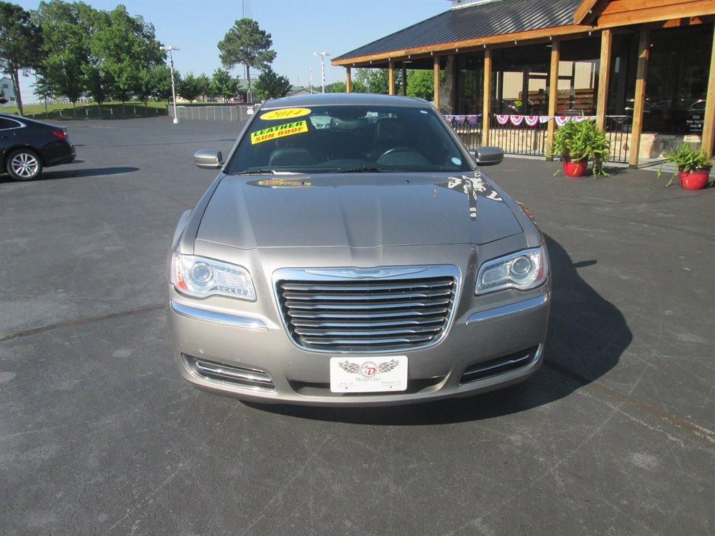 2014 Chrysler 300 photo