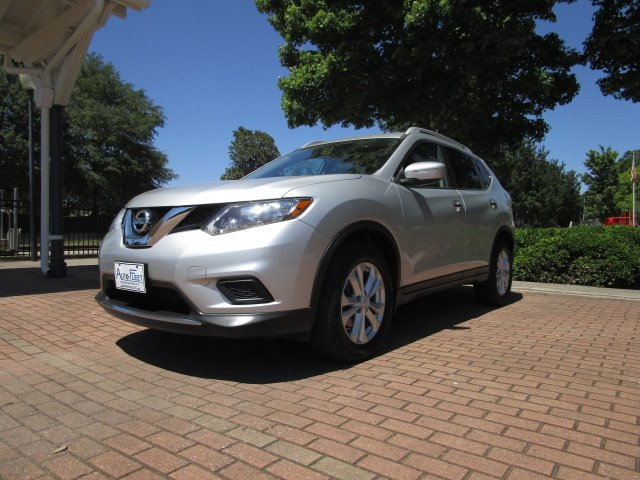 The 2014 Nissan Rogue S photos