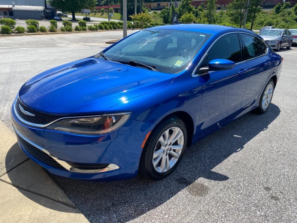 The 2016 Chrysler 200 Limited photos