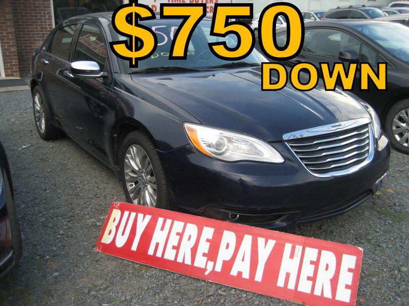 The 2013 Chrysler 200 Limited photos
