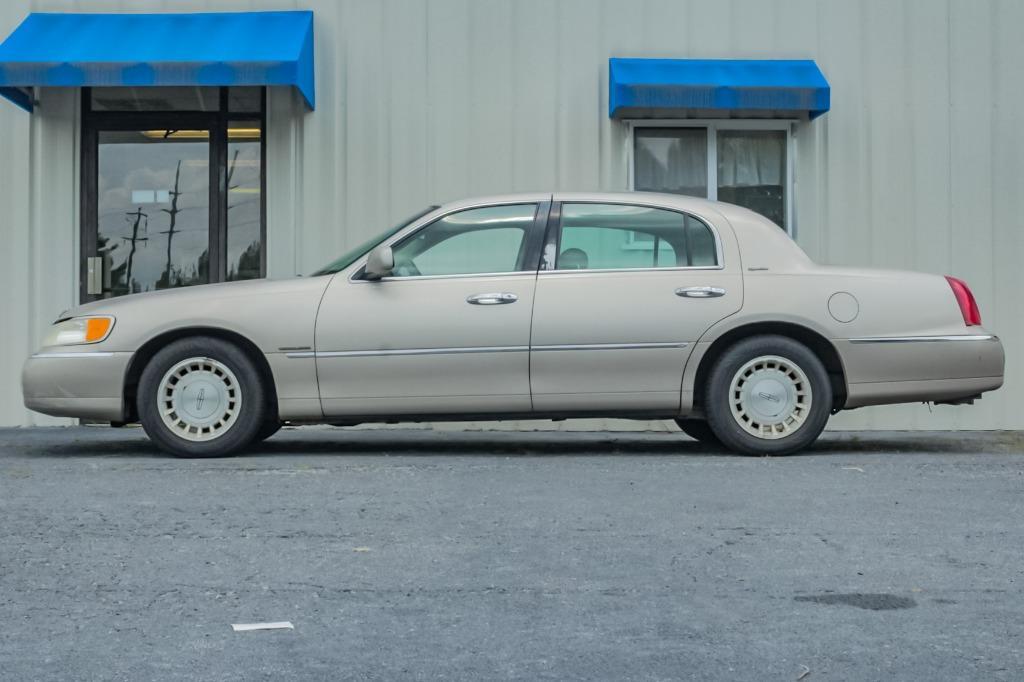 1998 Lincoln Town Car Signature photo