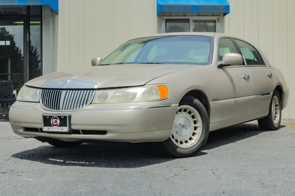 1998 Lincoln Town Car Signature photo