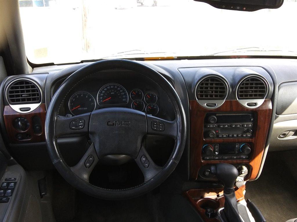 2004 GMC Envoy XL SLE photo