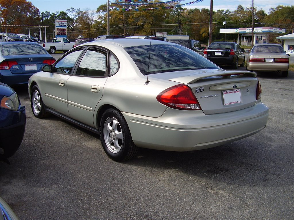 2005 Ford Taurus SE photo