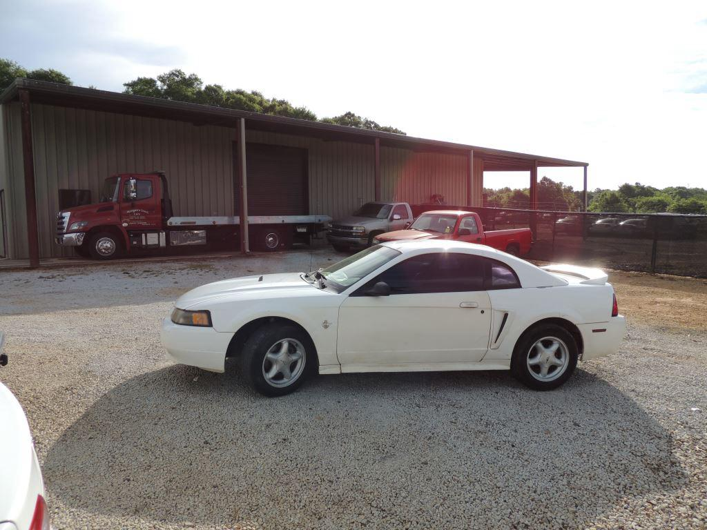 1999 Ford Mustang photo