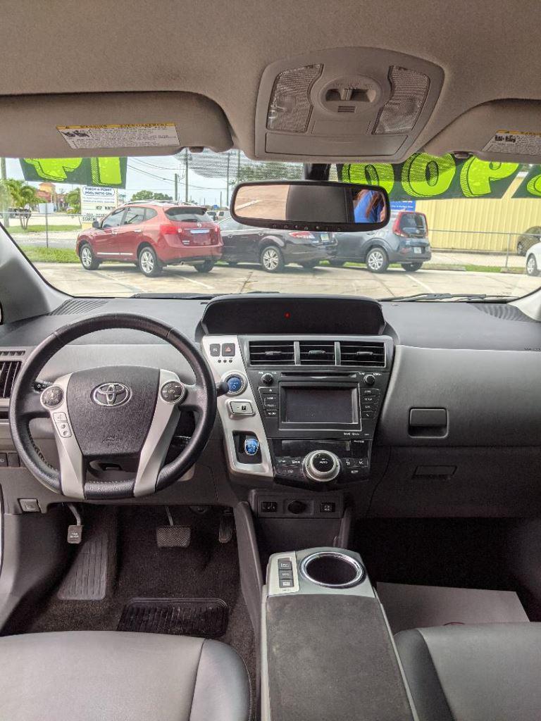 2014 Toyota Prius v Two photo