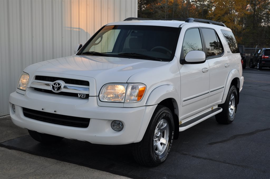 2005 Toyota Sequoia SR5 photo