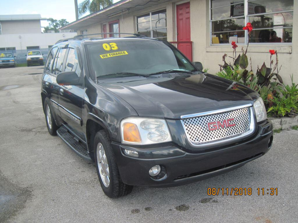 The 2003 GMC Envoy SLE photos