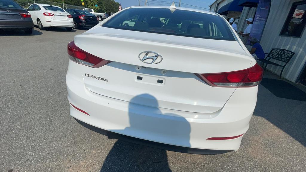 2018 Hyundai Elantra SEL photo