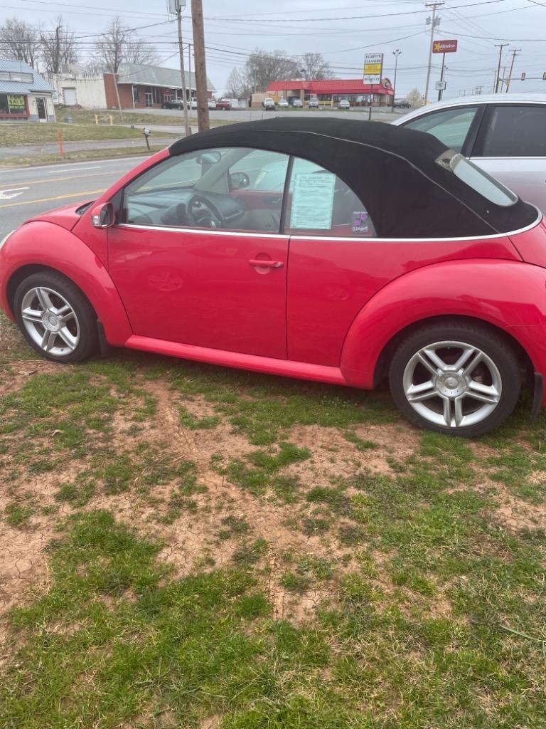 The 2004 Volkswagen New Beetle GLS photos