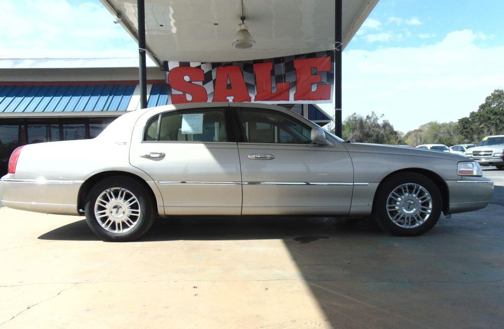 2008 Lincoln Town Car Signature Limited photo