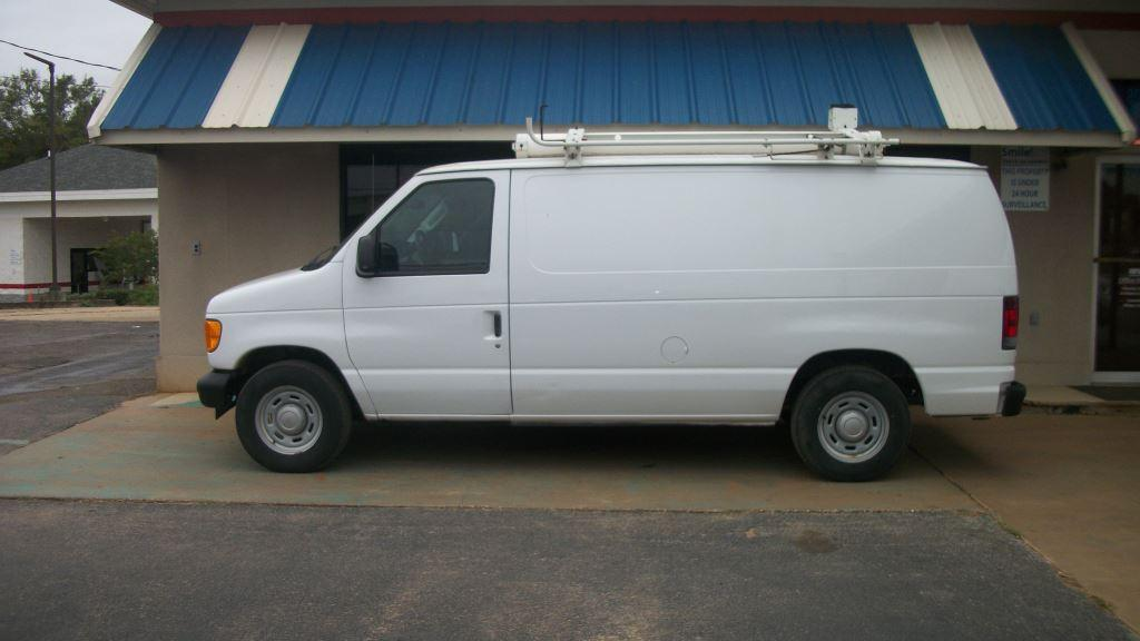 2005 Ford E-150  photo