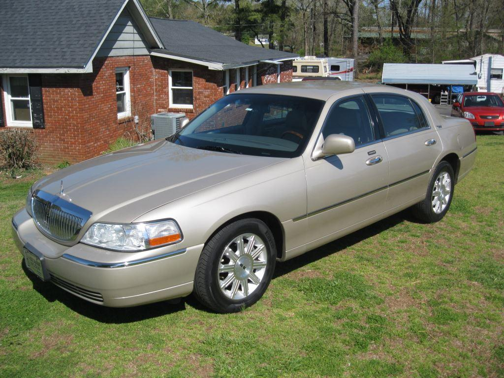 2009 Lincoln Town Car Signature Limited photo