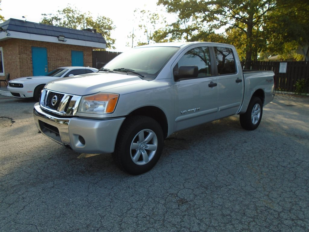 The 2011 Nissan Titan S photos