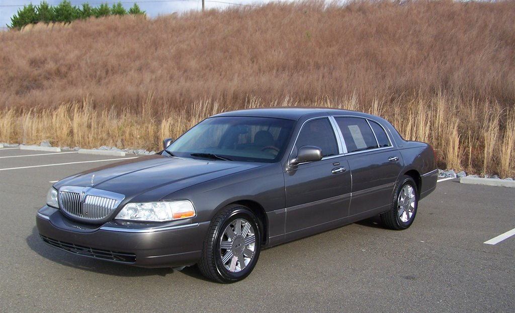 2004 Lincoln Town Car Ultimate L photo