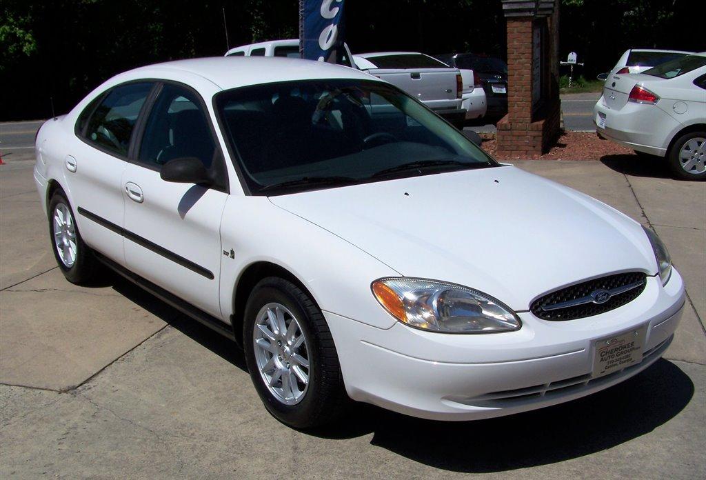 2000 Ford Taurus LX photo