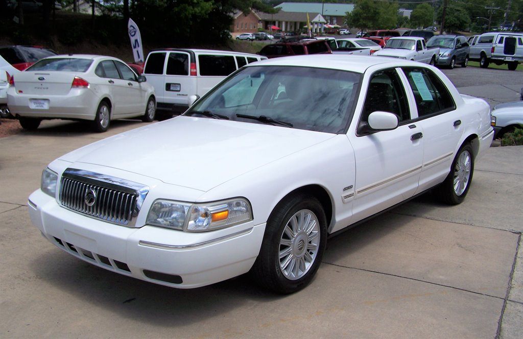 2011 Mercury Grand Marquis LS photo