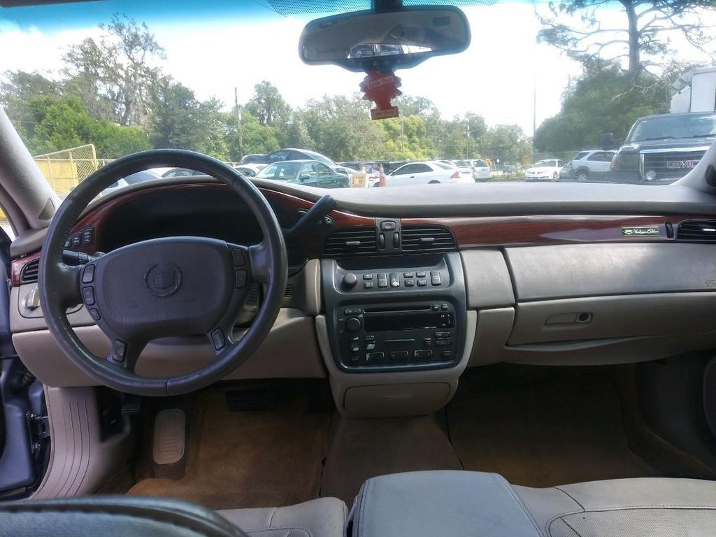 2005 Cadillac DeVille photo