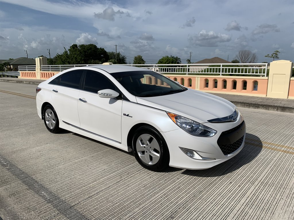 2012 Hyundai Sonata Hybrid photo