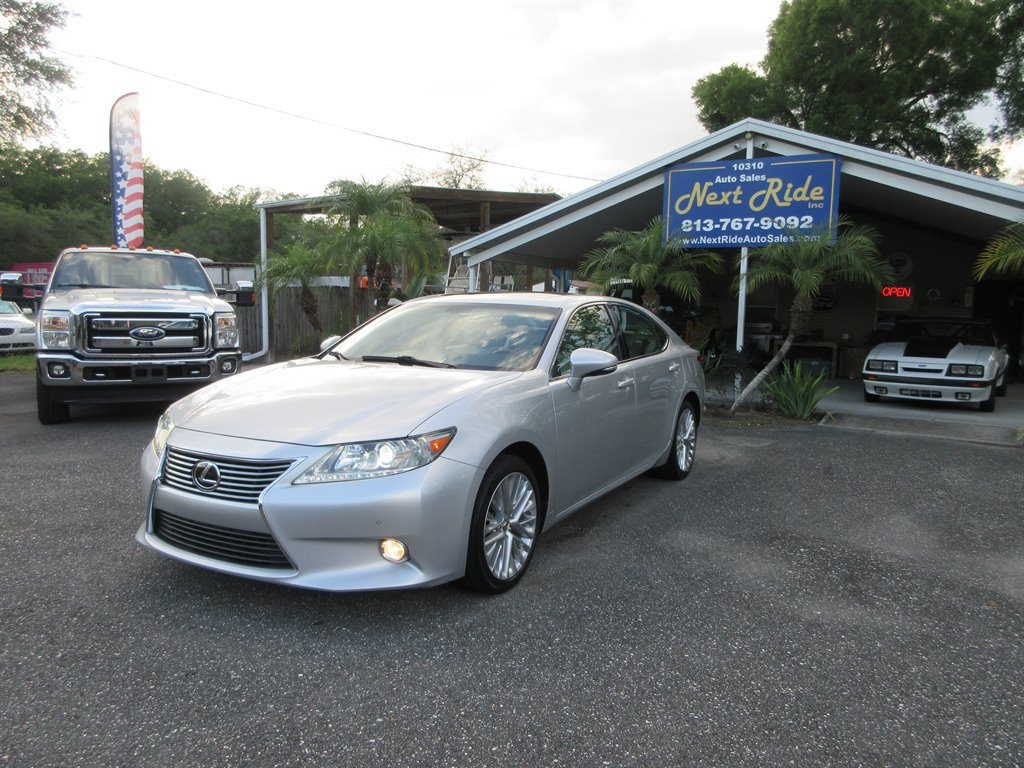 2013 Lexus ES 350 photo
