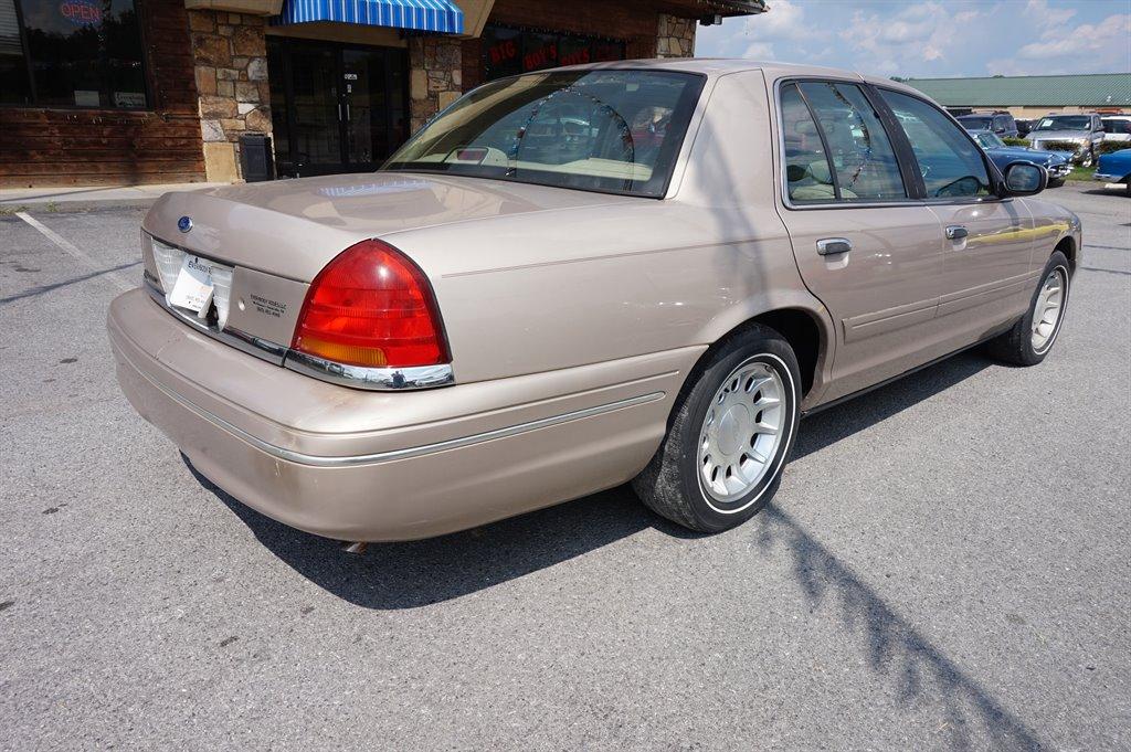 1998 Ford Crown Victoria LX photo