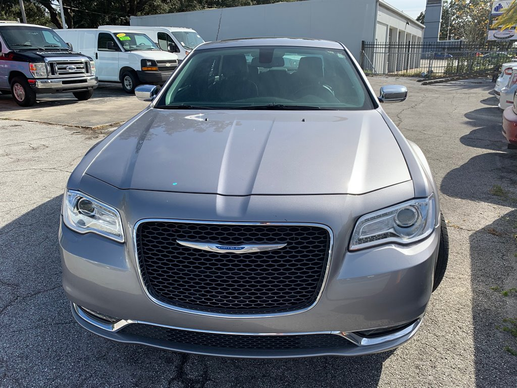 2017 Chrysler 300 C photo