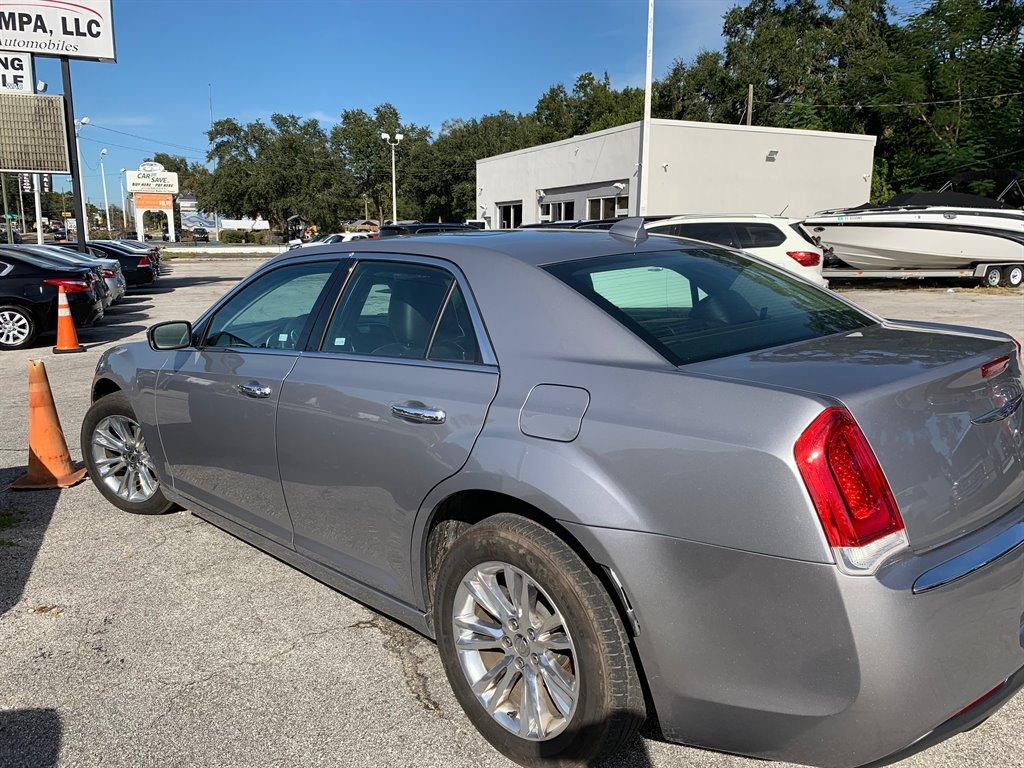 2017 Chrysler 300 C photo