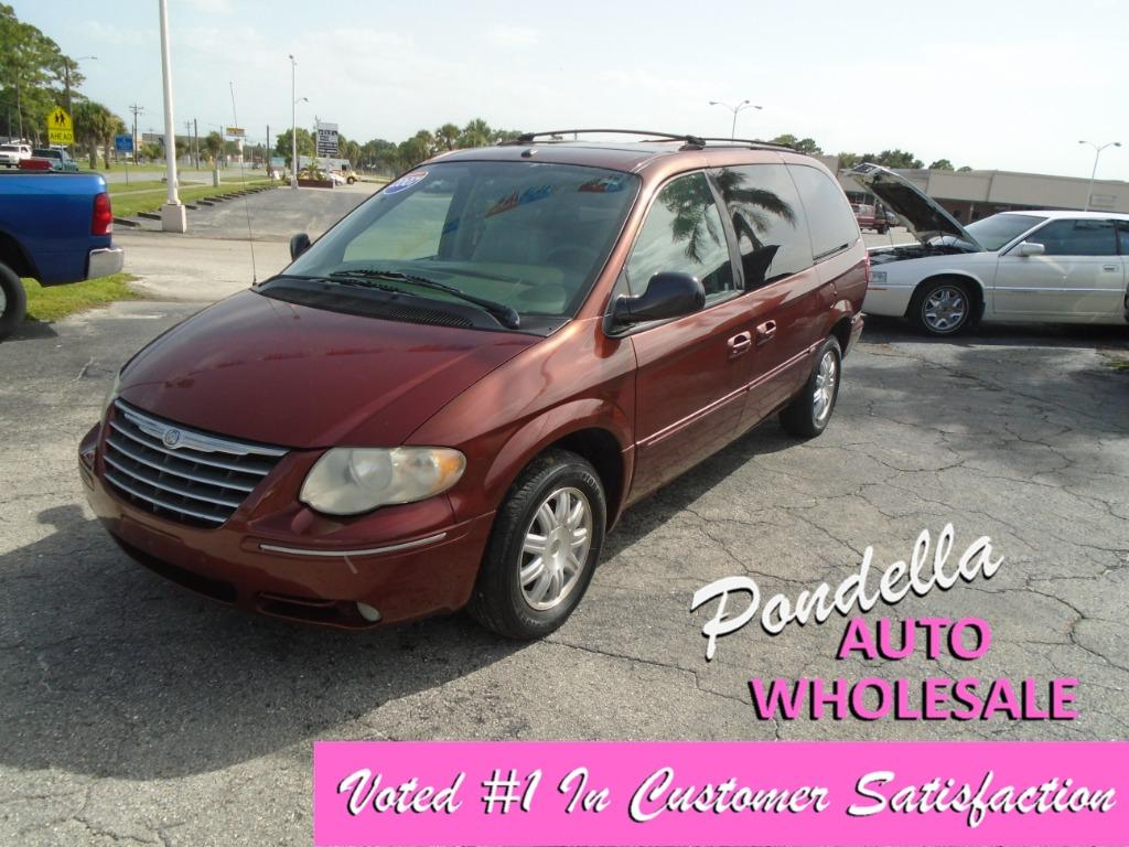 2007 Chrysler Town & Country Touring photo