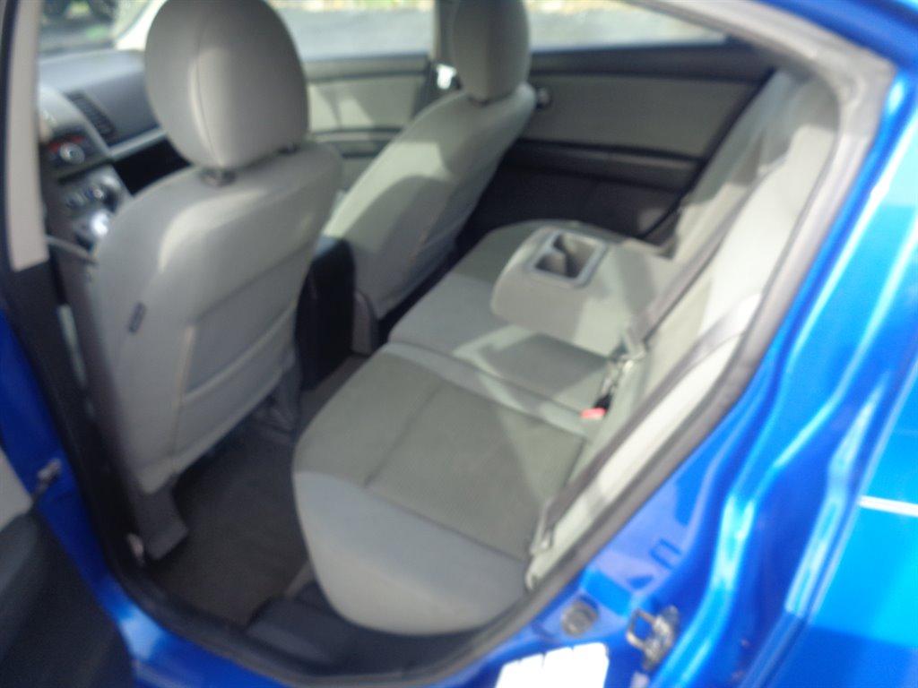 2010 Nissan Sentra 2.0 photo