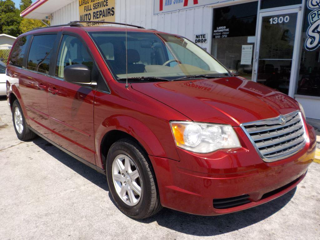 2010 Chrysler Town & Country LX photo