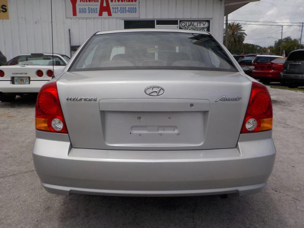 2004 Hyundai Accent GL photo