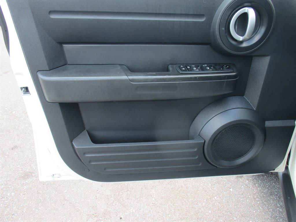 2008 Dodge Nitro SXT photo