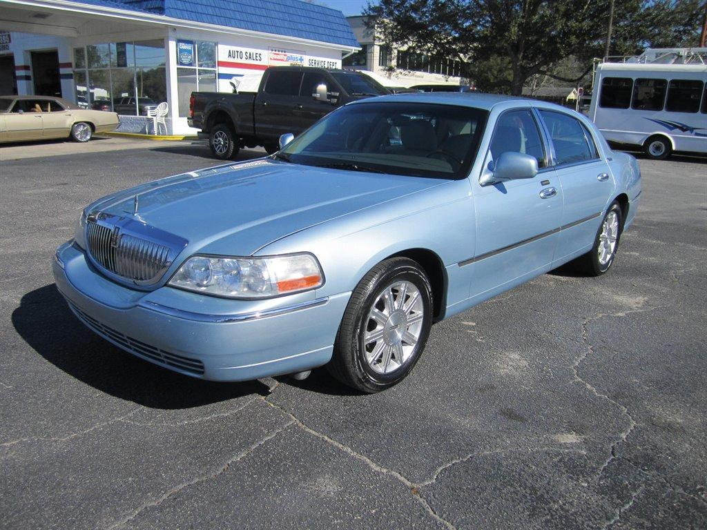 2011 Lincoln Town Car Signature Limited photo