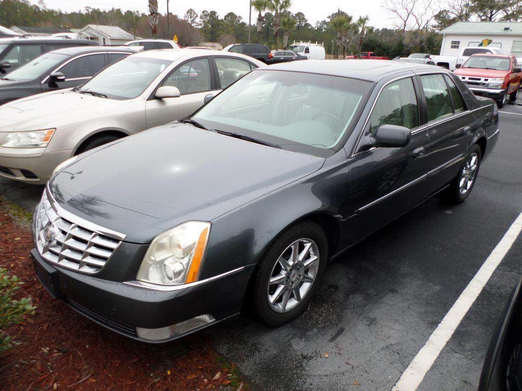 2011 Cadillac DTS Luxury Collection photo