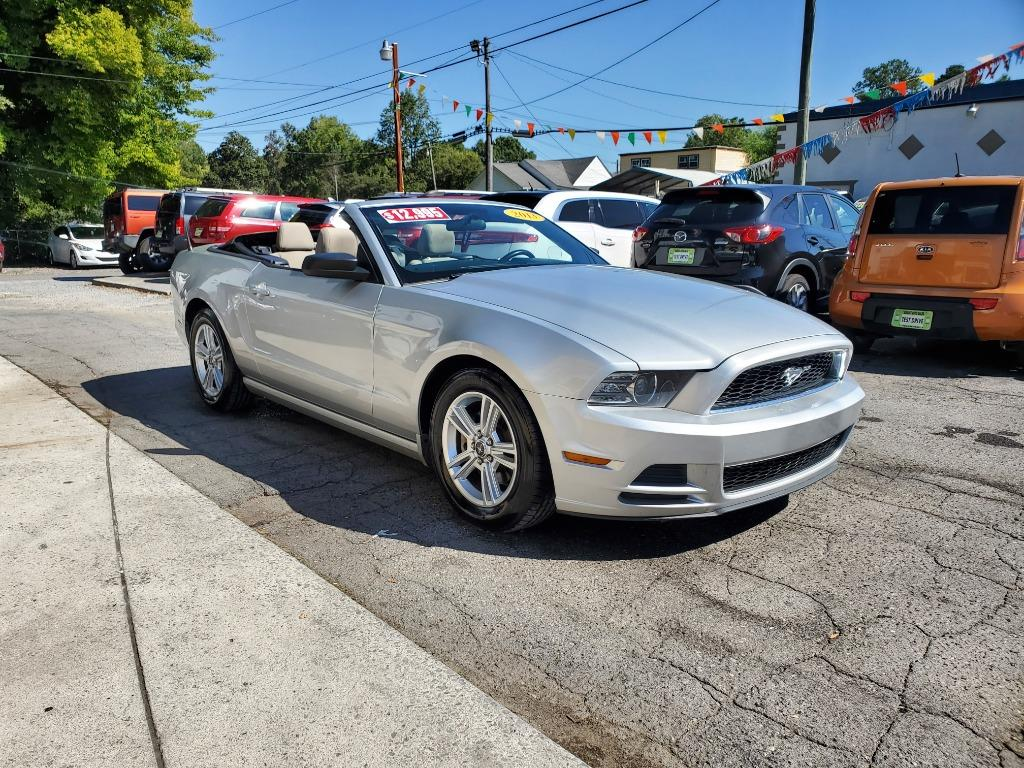 2013 Ford Mustang V6 photo