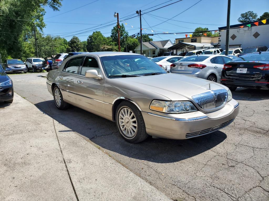 2003 Lincoln Town Car Signature photo