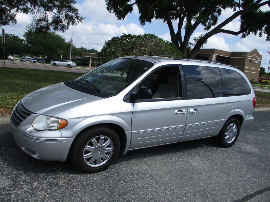 2007 Chrysler Town & Country Limited photo
