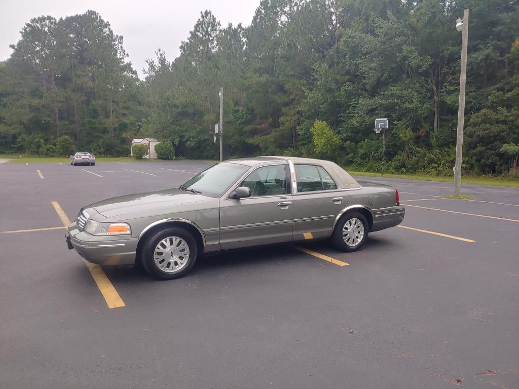 2003 Ford Crown Victoria LX photo