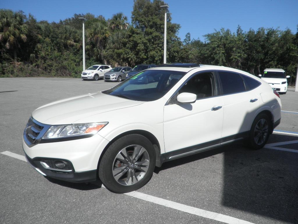 The 2014 Honda Crosstour EX-L V6 photos