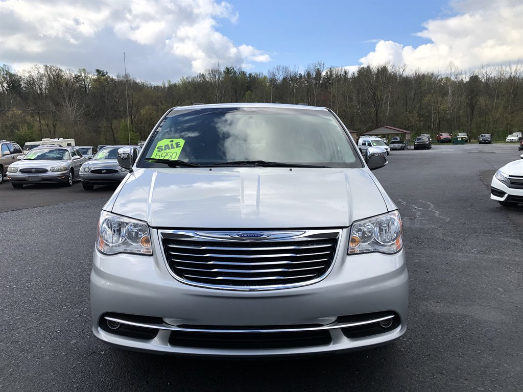 2011 Chrysler Town & Country Touring-L photo