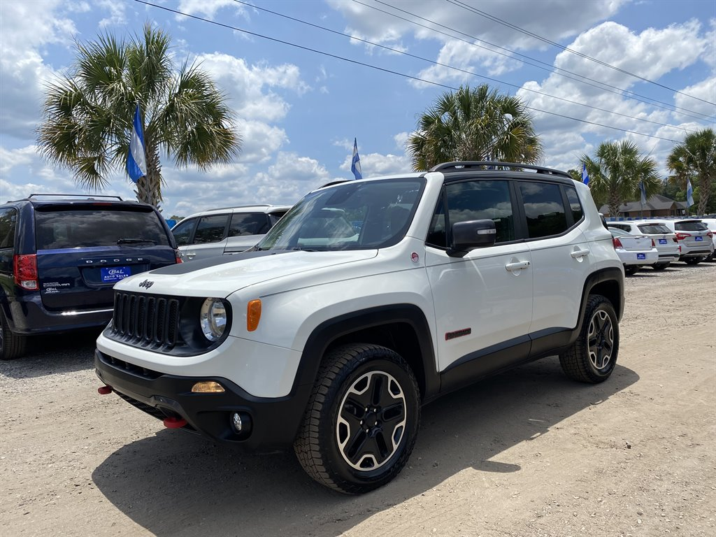 The 2016 Jeep Renegade Trailhawk photos
